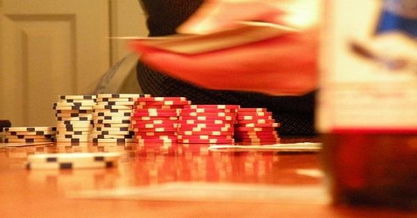 Risiko Kalah Bermain Poker Online